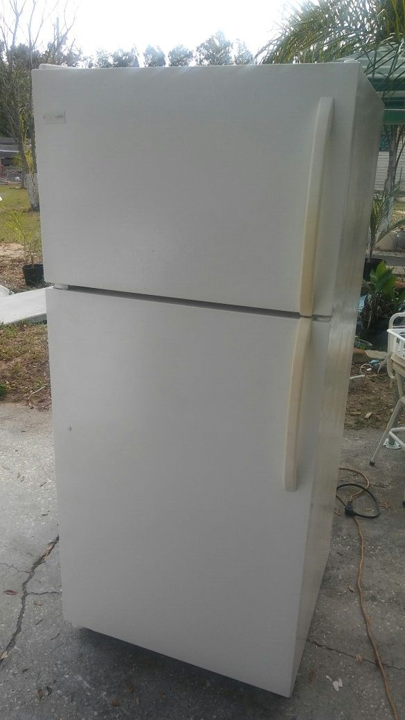 Frigidaire apartment size refrigerator (Appliances) in Haines City ...