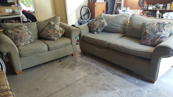 Free sof and love seat furniture in federal way wa for Furniture federal way