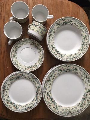 20 plates and cups very good condition