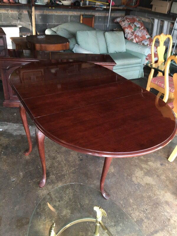 Beautiful dinning room table with 2 leafs furniture in for Table 52 chicago reviews