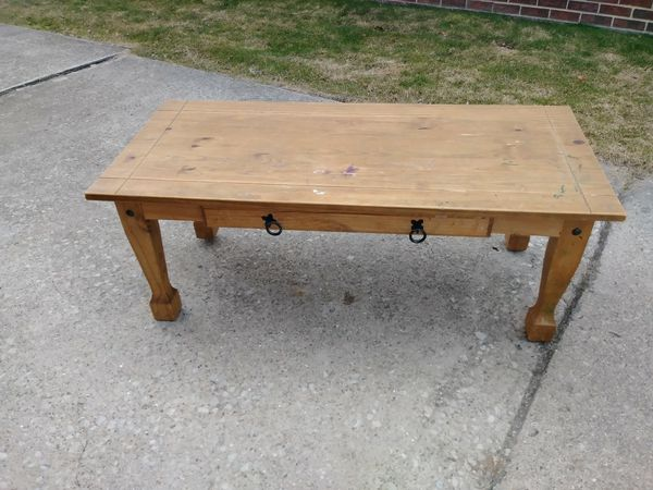 Coffee table wood great to refinish Furniture in Rossford OH