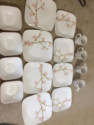 Corelle dinnerware 16 pieces