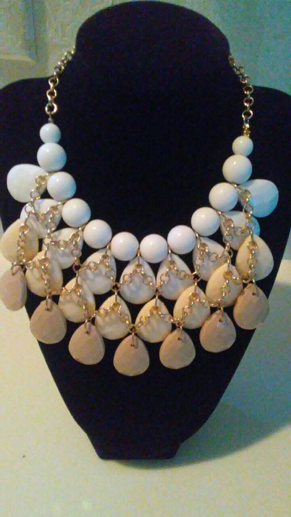 New..GORGEOUS necklace (Jewelry & Accessories) in Zionsville, IN ...