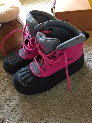 Girl's duck snow boots Nike