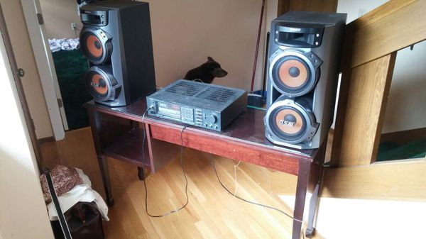 Stereo and table (General) in Bothell, WA - OfferUp