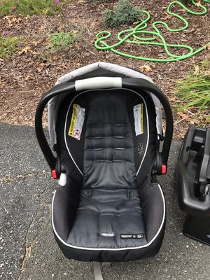 2016 Graco snugride click connect with two bases