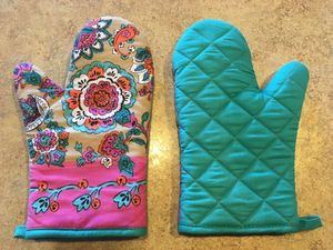 2 Oven Mitts