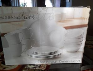 Modern white 16 pc. porcelain dishes