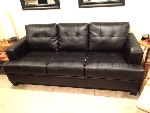 Black leather sofa furniture in chicago il offerup for G furniture chicago
