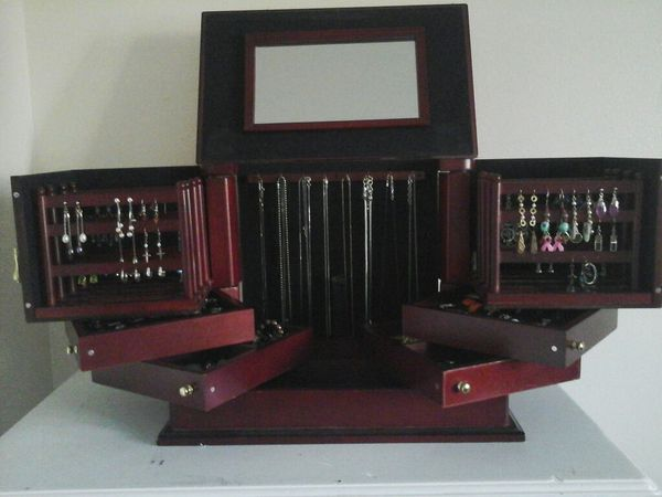 Lori Greiner For your Eyes OnlyCherry wood jewelry box Jewelry