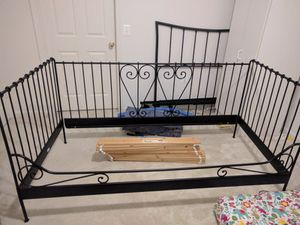 Twin size iron day bed