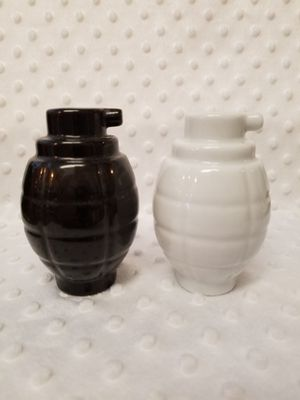 Grenade salt and pepper shakers black and white