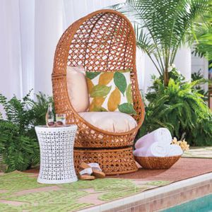 Swivel Resin Wicker Egg Accent Chair Indoor/Outdoor
