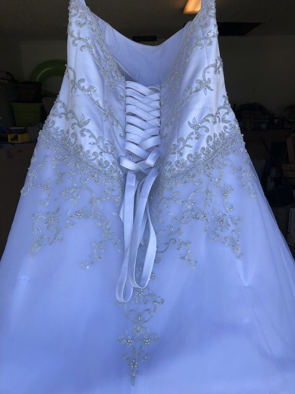 Wedding dress and Veil (Clothing & Shoes) in Lakeland, FL