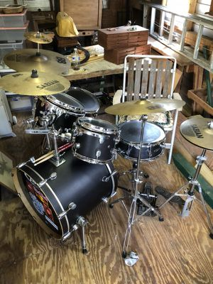 PDC 5pc. Kit with hardware 5 cymbals and travel case