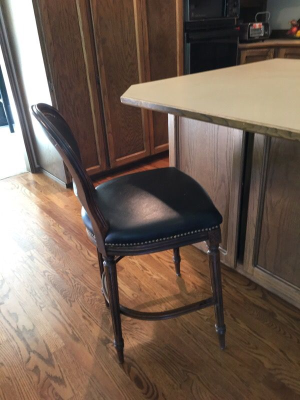 Quality bar stools 3 furniture in bellevue wa offerup for Furniture in bellevue