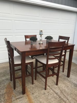 Counter Height Dining Table And 4 Bar Stools Chairs