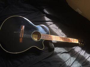 Guitarra acústica, muy buen sonido , se puede conectar a cualquier bocina , antes la usaba en la Iglesia. En el ares de Germantown vivo ,
