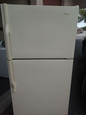 ALMOST NEW CONDITION MAGIC CHEF REFRIGERATOR 3 MONTHS WARRANTY FREE DELIVERY