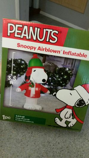Peanuts! Snoopy inflatable Christmas decoration!