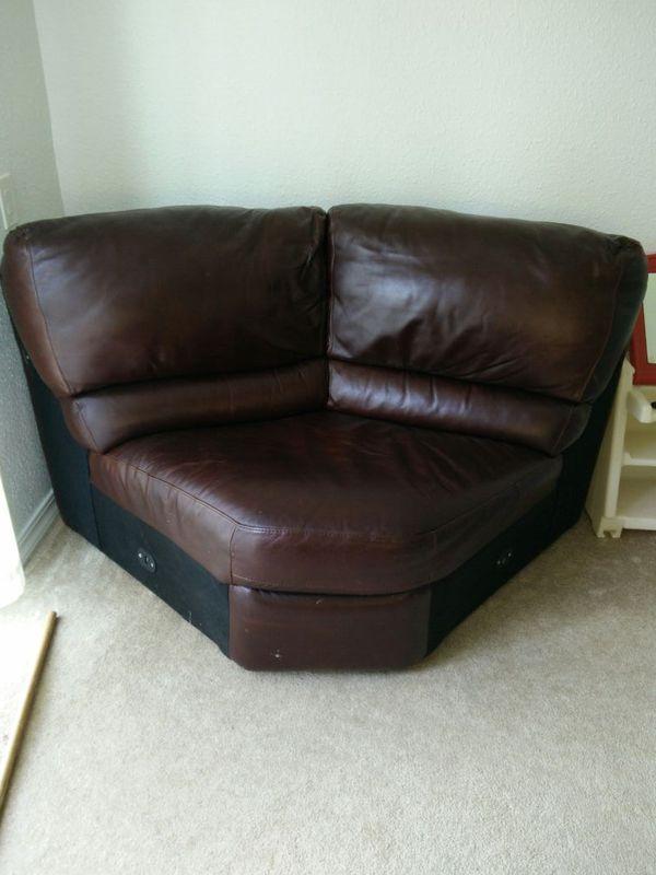 Middle of sectional furniture in auburn wa offerup for Furniture auburn wa