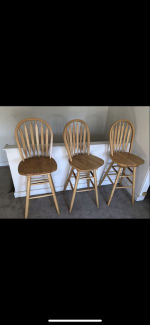 3 Barstools