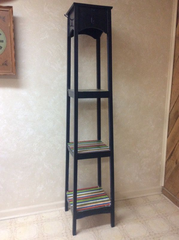 Tall shelving piece, with hooks