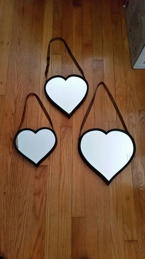 Set of 3 heart mirrors with ribbons