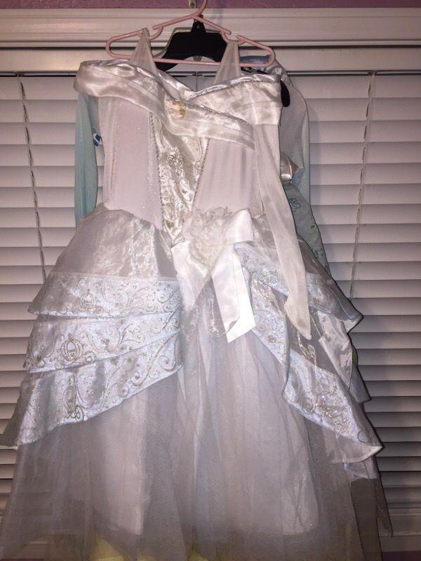 Cinderella deluxe Disney store princess wedding gown In mint ...