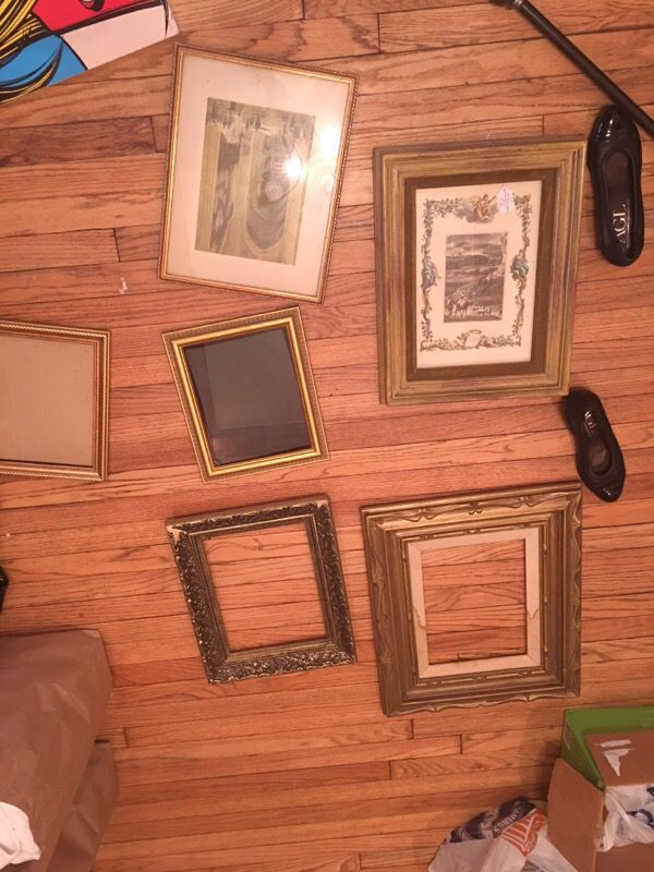 Gallery vintage frames household in chicago il offerup for Table 52 chicago reviews