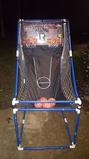 Baskeball Shoot with electronic scoring. 1 player or 2 player mode. 3 different game versions. Comes with 4 balls. Can be used indoors or outdoors.