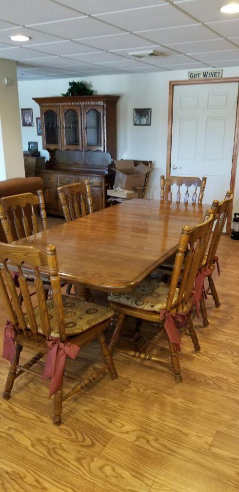 Dining room suit (Furniture) in Clarks Summit, PA - OfferUp