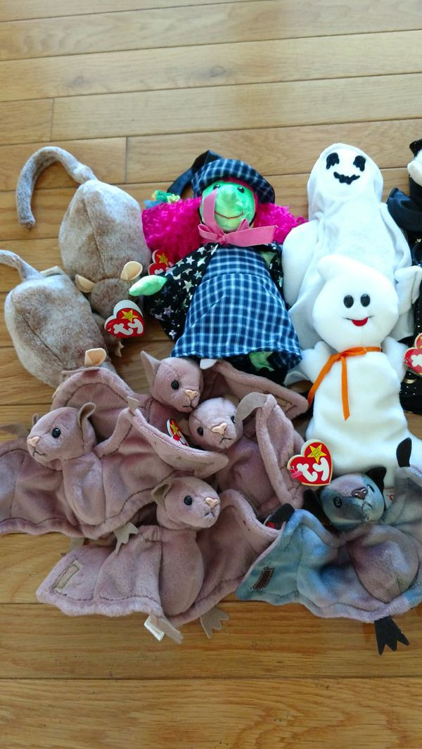 21 Halloween themed beanie babies (lot)