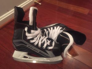 Bauer Youth ice hockey skate - NEW - youth size 3