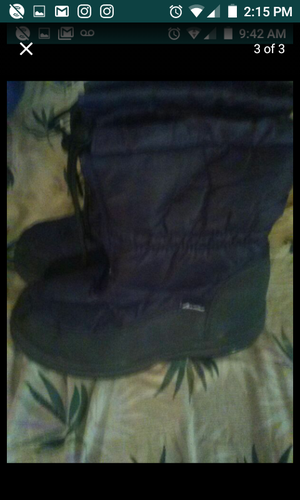 Snow boots tried on size 8