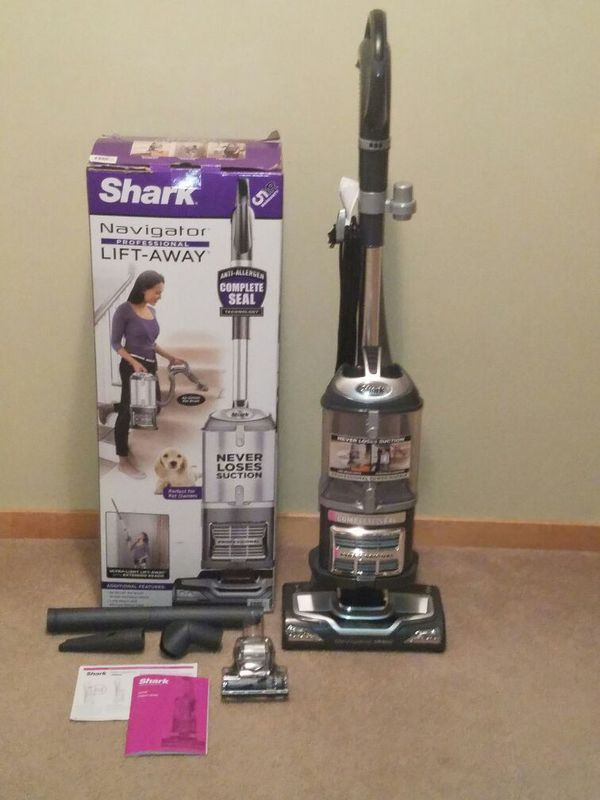 Shark Navigator LiftAway Deluxe 2in1 Vacuum Extended Reach