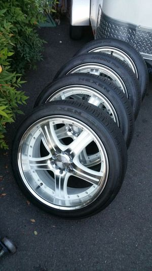 White and silver Modify Effects Racing wheels
