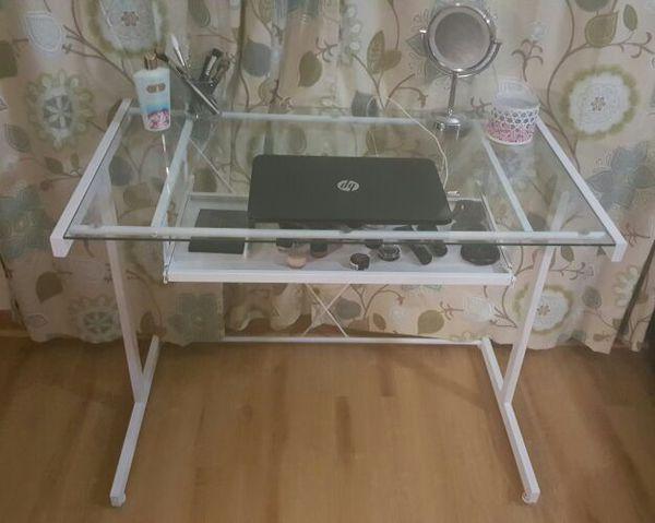 Vanity desk furniture in silverdale wa offerup for Bedroom furniture 98383