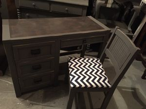 YOUNG HINKLE slate gray chalk paint desk with chair