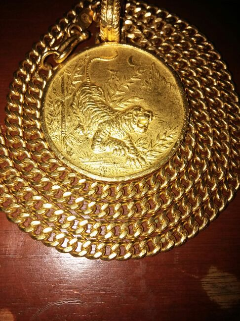 24k solid korean gold Rare medallion Weighs 562 grams Not plated