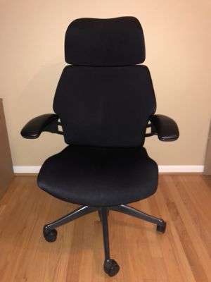 Humanscale freedom executive chair with head rest