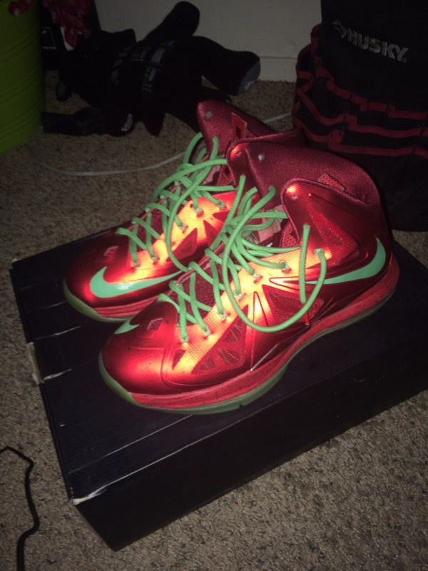 0c26dfaff3b Pre-Owned Nike Lebron X Christmas Shoes SZ 9.5 Lebron James (Clothing    Shoes) in Fresno
