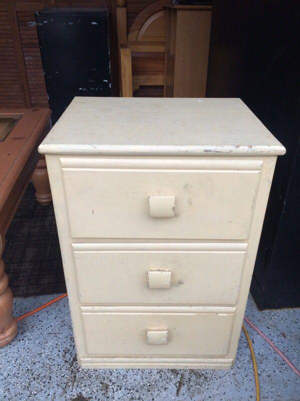 Wood nightstand furniture in auburn wa offerup for Furniture auburn wa