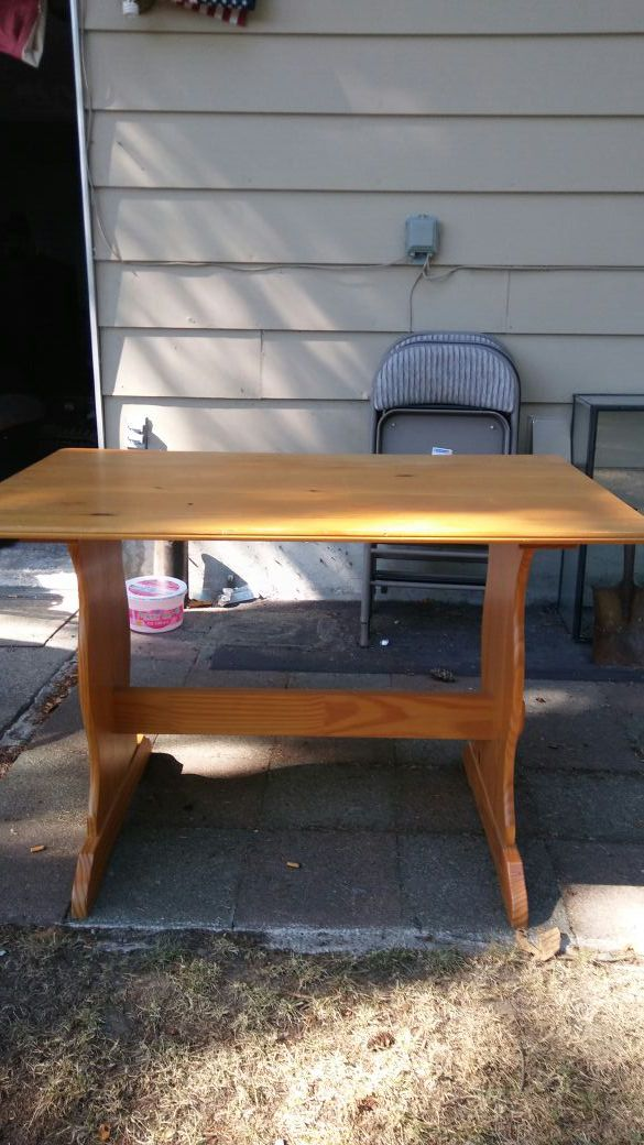 Solid oak table desk furniture in everett wa offerup for Furniture in everett