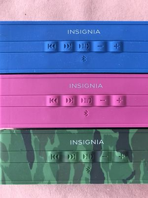 Insignia Bluetooth Wireless Speaker with Power Bank. Water Resistant - PINK