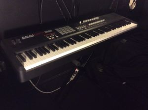 Akai MPK 88 Midi Keyboard with Stand
