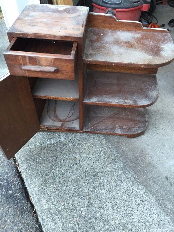Small bookcase needs love furniture in auburn wa offerup for Furniture auburn wa