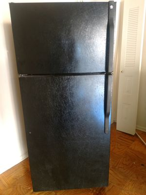 GE 17 CF Refrigerator in Great Shape $100