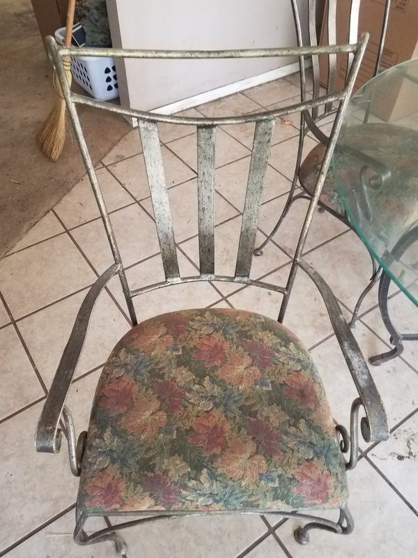 dinner table set. 5 chairs (Furniture) in Houston, TX - OfferUp