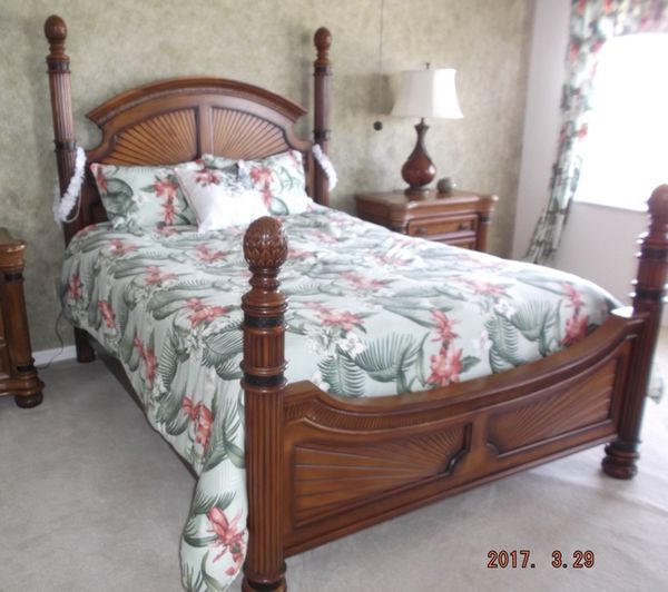 Queen Four Post Bed Frame Furniture in Safety Harbor FL